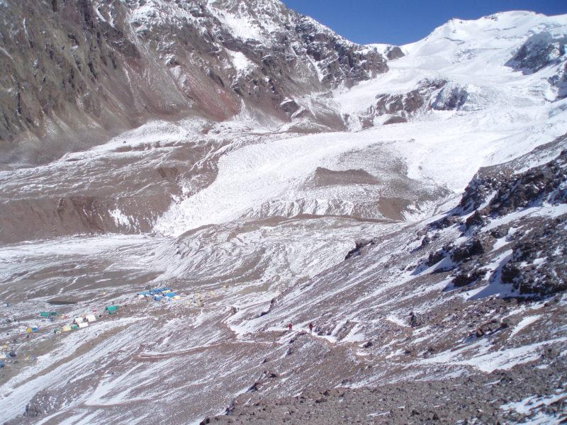プラサ・デ・ムーラの近くまで押し寄せる氷河