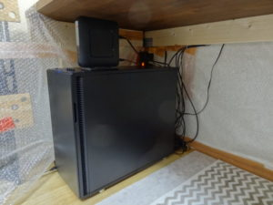 小部屋内の熱源パソコン