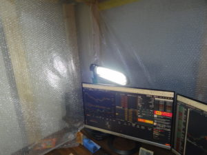 小部屋内の熱源照明