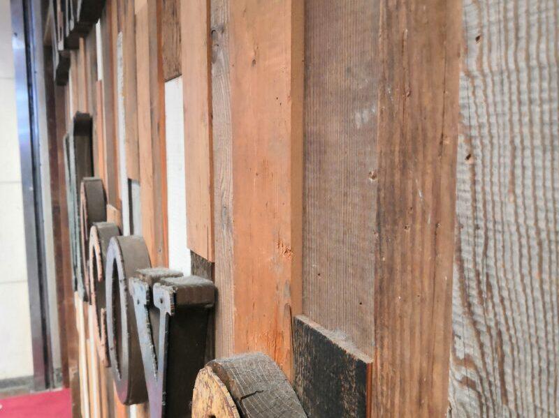 REAL MCCOYS 店舗の壁デザインのアップ